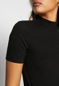 Pieces - PCKYLIE T NECK - Basic T-shirt - black - 4