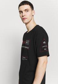 Jack & Jones - JCOLET TEE CREW NECK  - T-shirt med print - black - 3