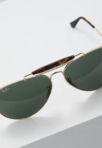 Ray-Ban - OUTDOORSMAN II - Occhiali da sole - gold/dark green - 5
