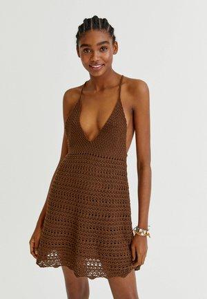 MIT TRÄGERN - Jumper dress - mottled light brown