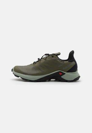 SUPERCROSS 3 GTX - Zapatillas de trail running - olive night/wrought iron/black