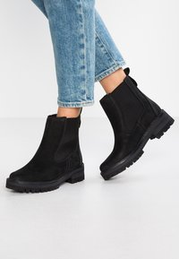 Timberland - COURMAYEUR VALLEY CHELSEA - Classic ankle boots - black - 0
