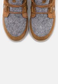 Sorel - EXPLORER JOAN - Lace-up ankle boots - cognac - 5