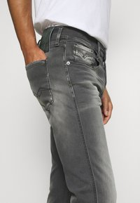 Replay - ANBASS WHITE SHADES - Jeans Tapered Fit - light grey - 3
