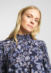 Kaffe - MOLLI HIGH NECK BLOUSE - Bluser - midnight marine - 4