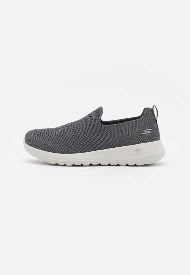 GO WALK MAX - Scarpe da camminata - charcoal