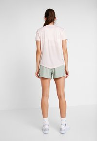 Nike Performance - MILER V NECK - Print T-shirt - echo pink/reflective silv - 2