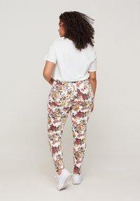 Zizzi - Slim fit jeans - white flower aop - 1