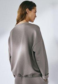 Massimo Dutti - MIT ANPASSBAREM SAUM - Sweatshirt - grey - 2