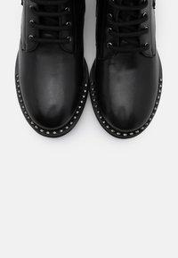 Les Tropéziennes par M Belarbi - ZAMBIE - Lace-up ankle boots - noir - 5