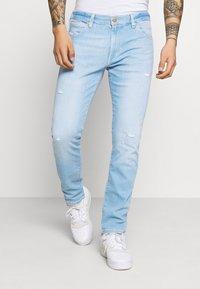Wrangler - LARSTON - Jeans Skinny Fit - hot shot - 0
