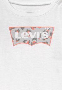 Levi's® - L/S GRAPHIC TEE - Camiseta de manga larga - white