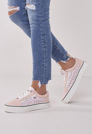 Sneakers - light pink