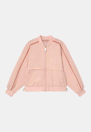 Lehká bunda - pale pink