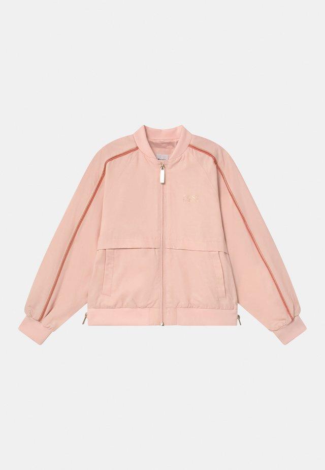 Jas - pale pink