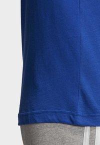 adidas Originals - TREFOIL LOGO OUTLINE T-SHIRT - Print T-shirt - blue - 7