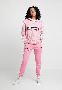 Ellesse - NERVET - Pantalon de survêtement - pink - 1