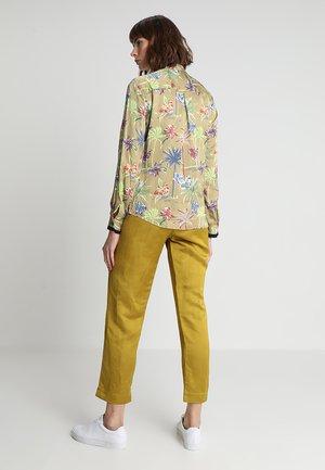 REGULAR DRAPEY FIT SHIRT IN VARIOUS PRINTS - Button-down blouse - khaki