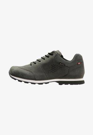 SKYLINE LC GTX - Sports shoes - dunkel olivgrun