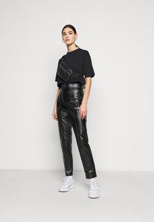 DROP SHOULDER OVERSIZED WASHED 2 PACK - Basic T-shirt - black/lime