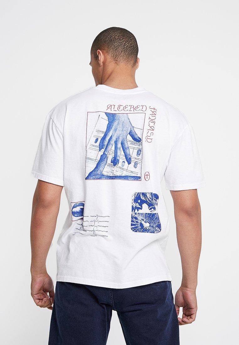 Edwin - ALTERED FANTASY - Print T-shirt - white