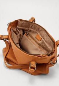 FREDsBRUDER - CHIRPY - Handbag - light camel - 2