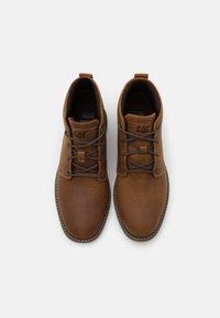 Cat Footwear - TREY - Šněrovací kotníkové boty - dark beige - 3