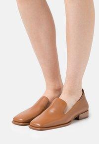 Zign - Nazouvací boty - cognac - 0