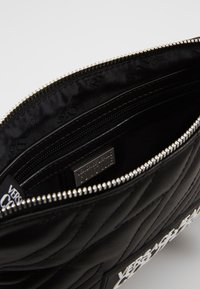 Versace Jeans Couture - QUILTED POUCH WITH STRAP - Pochette - nero - 3