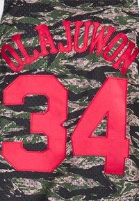 Mitchell & Ness - NBA HOUSTON ROCKETS TIGER CAMO SWINGMAN - Article de supporter - multicolor - 4