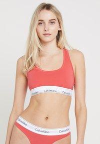 Calvin Klein Underwear - MODERN BRALETTE - Brassière - fire - 0