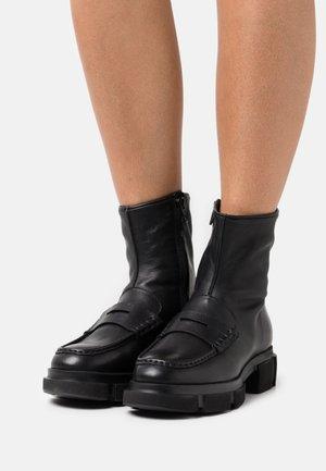 CPH553 - Platform ankle boots - black