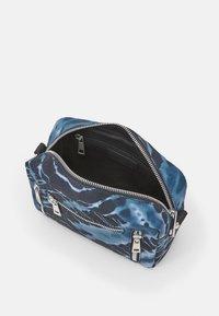 Núnoo - MIMI BATIK HALLOWEEN - Across body bag - black/grey - 2
