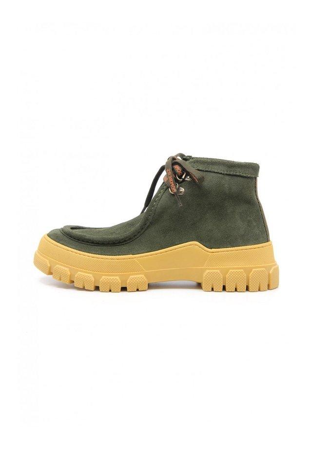 ESSENCE - Boots à talons - verde oscuro