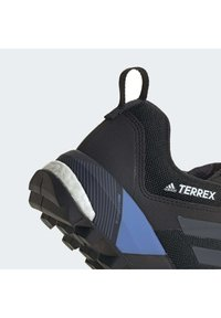 adidas Performance - TERREX SKYCHASER XT GORE-TEX TECHNICAL BOOST HIKING SHOES - Outdoorschoenen - black - 8