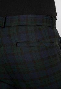 Mennace - SLIM TROUSER BLACKWATCH - Kalhoty - green - 4