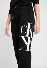 Calvin Klein Jeans - MIRRORED MONOGRAM PANT - Teplákové kalhoty - black - 4