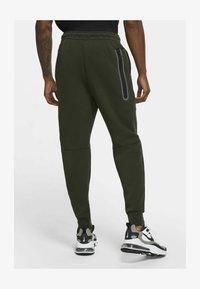 Nike Sportswear - Tracksuit bottoms - sequoia/black - 4