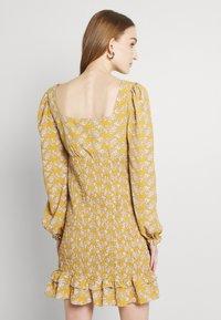 Glamorous - PUFF LONG SLEEVE SMOCKED MINI DRESS - Day dress - ochre - 2
