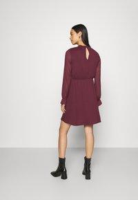 Vero Moda - VMMOLLIE FRILL SHORT DRESS - Day dress - fig - 2