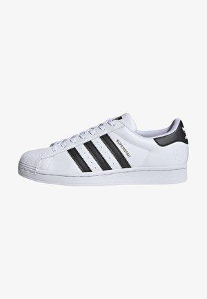 SUPERSTAR VEGAN - Sneakers basse - footwear white/core black/green