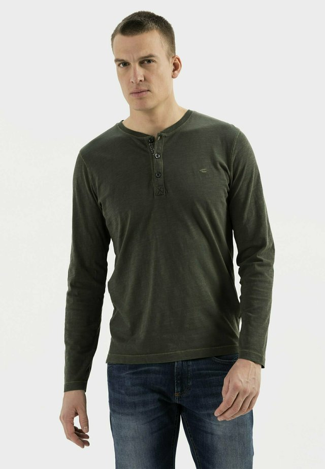 MIT HENLEY KRAGEN AUS  - Long sleeved top - leaf green