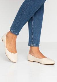 Rubi Shoes by Cotton On - BRITT BALLET - Ballerina - oat - 0