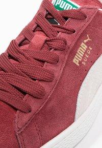 Puma - SUEDE CLASSIC+ - Sneakers - bordeaux/beige - 5