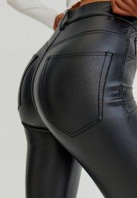 PULL&BEAR - SKINNY-FIT - Legging - mottled black - 4
