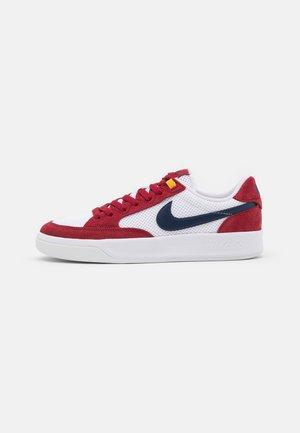 ADVERSARY UNISEX - Chaussures de skate - pomegranate/midnight navy/pollen/white/light brown