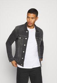 Tommy Jeans - REGULAR TRUCKER - Denim jacket - grey - 3
