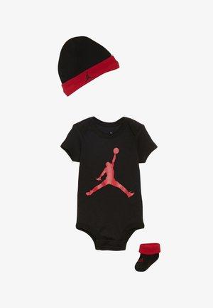 JUMPMAN BOOTIE SET - Muts - black/gym red