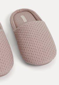 OYSHO - BASIC EMBROIDERED - Slippers - mauve - 5