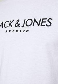 Jack & Jones PREMIUM - JPRBLAJAKE TEE CREW NECK - T-shirt med print - white - 4